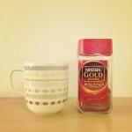 一日で一番ほっとする時間。カフェインレスのホットラテで、夜のつかの間コーヒー時間。